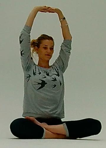 Carmen beim Yoga