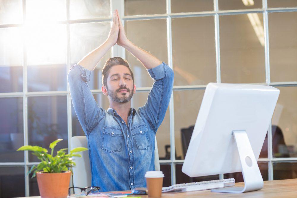 Business Yoga am Schreibtisch