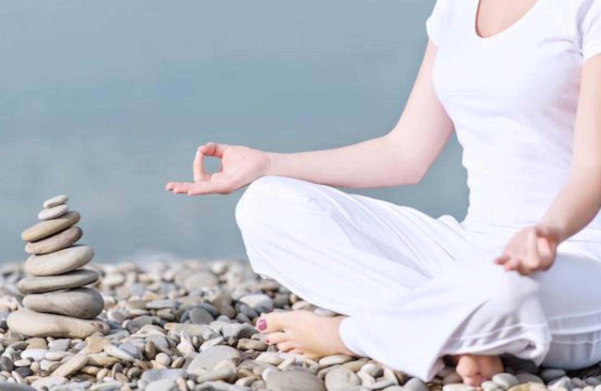 Yoga im Sommer draußen