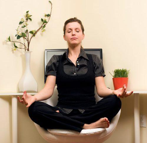 Yoga auf den Stuhl